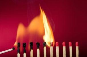 Lucifers omdat je soms met vuur speelt als je verandering in anderen teweeg wil brengen