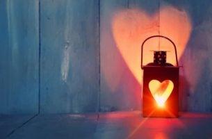 Lampje Met De Vorm Van Een Hartje Erin Als Symbool Voor Mensen Die Een Betere Partner Willen Worden