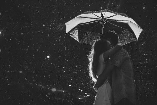 Knuffel onder Paraplu