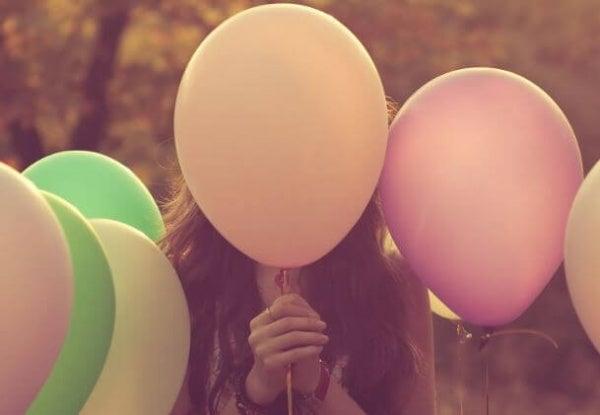 Een ballon vol emoties in een wereld vol spelden
