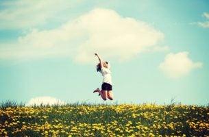 Meisje Dat In De Lucht Springt Van Blijdschap En Tegen Zichzelf Zegt: Kom Uit Je Comfortzone