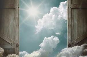 Deuren die openen als symbool voor een nieuwe kans