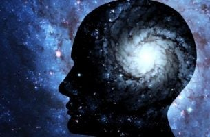 Man met lichtbron in zijn hoofd, als symbool voor onze gedachten