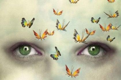 De ogen van iemand die diep in gedachten is
