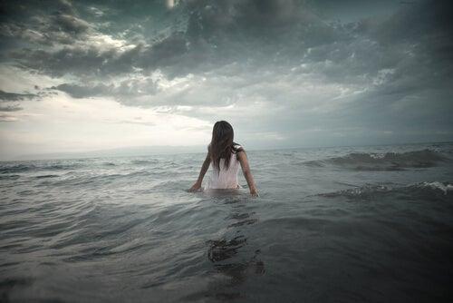 Vrouw in Zee