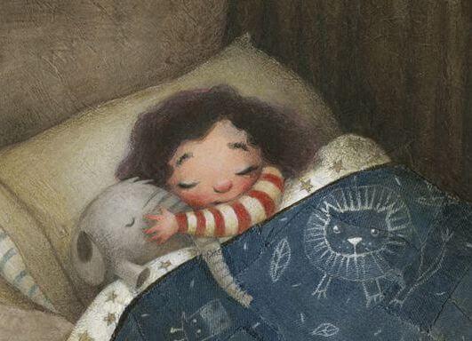 Meisje ligt met haar knuffel te slapen en doet ons denken aan onze jeugd