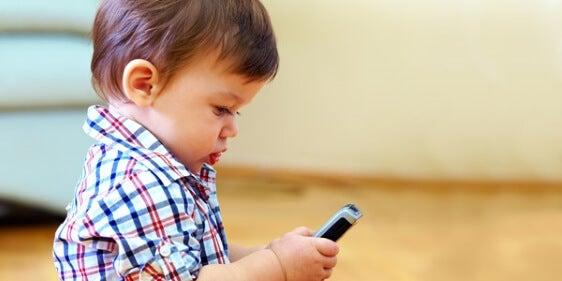 Kind met Telefoon