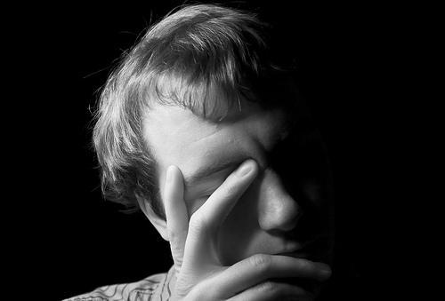 Pathologische jaloezie: wanneer jaloezie gevaarlijke vormen aanneemt