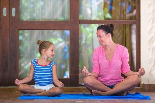 Moeder en Kind aan het Mediteren