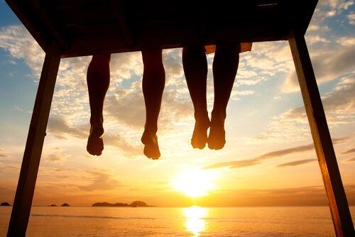 Bungelende Benen Voor Zonsondergang
