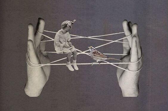 Handen Die Een Touwtje Vasthouden Waar Een Meisje En Een Musje Op Zitten Die Moe Zijn Van Al Die Mensen Die Hun Negativiteit Projecteren Op Anderen
