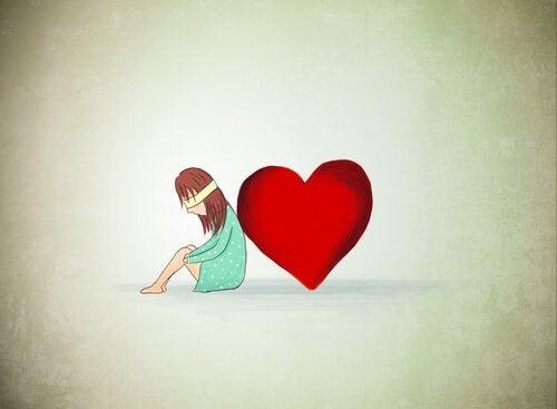 Meisje Dat De Blinddoek Van Liefde Draagt En Met Haar Rug Naar Haar Hart Toe Gedraaid Zit
