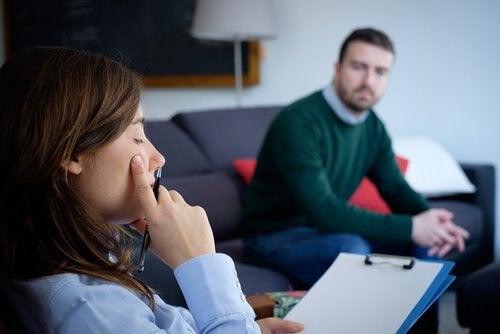 Man Die Aan Het Praten Is Met Een Slechte Psycholoog