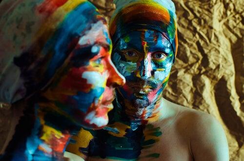Kleurrijk Beschilderde Vrouw En Man