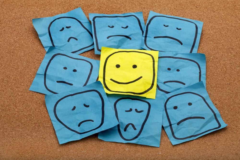 Een Blij Gezichtje Tussen Verdrietige Gezichtjes Dat Zegt 'Ik Wil Gelukkig Zijn'