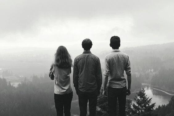 Drie Vrienden Staan Op Een Berg