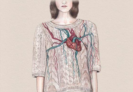 Meisje Met Een Hart Op Haar Trui Dat Lijdt Aan Het Gebroken Hart-Syndroom