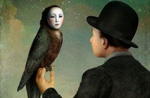 Man Die Kijkt Naar Een Raaf Die Het Gezicht Heeft Van Een Vrouw En Denkt Ik Wil Mijn Leven Veranderen