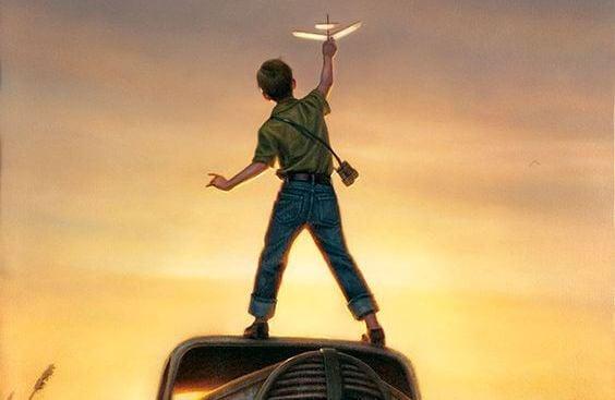 Jongen Die Boven Op Een Auto Staat Om Zijn Modelvliegtuigje Te Laten Vliegen Want Hij Wil Zijn Creativiteit Verzorgen