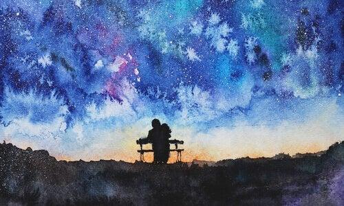 Twee Mensen Die 's Nachts Samen Op Een Bankje Zitten Als Voorbeeld Van Wat Volwassen Liefde Is