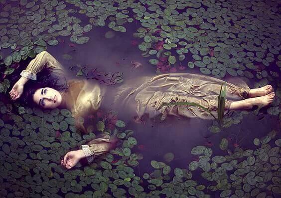 Meisje Dat Levenloos Op Het Water Drijft En Voor Wie Het Te Laat Is Om Tegen Zichzelf Te Zeggen Je Mag Je Eigen Licht Laten Schijnen