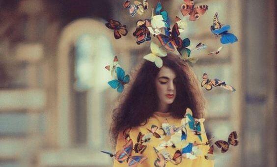Meisje Met Allemaal Vlinders Om Zich Heen Dat Denkt Over Mijn Innerlijke Rust Valt Niet Te Onderhandelen