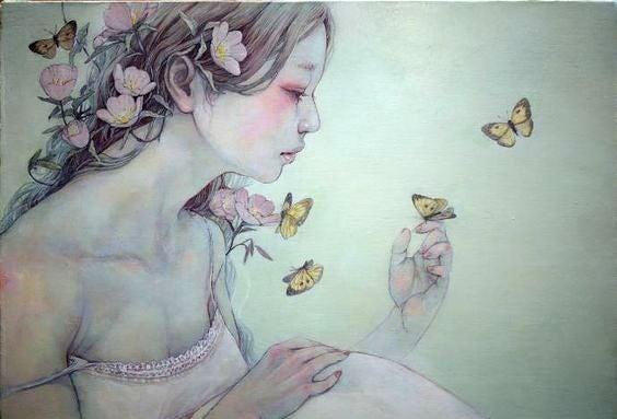 Meisje Met Bloemen In Haar Haar En Vlinders Om Zich Heen Dat Nadenkt Over Haar Diepste Wonden