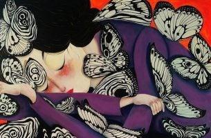 Aziatische Vrouw Die Met Haar Hoofd Op Haar Arm Ligt Te Slapen Omdat Anderen Hun Negativiteit Projecteren Op Haar