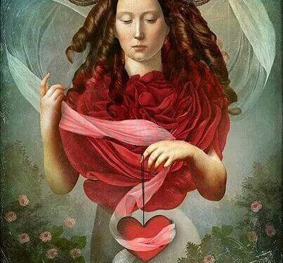 Intelligente Vrouw Met Een Roos Als Kraag En Een Hart In Haar Hand
