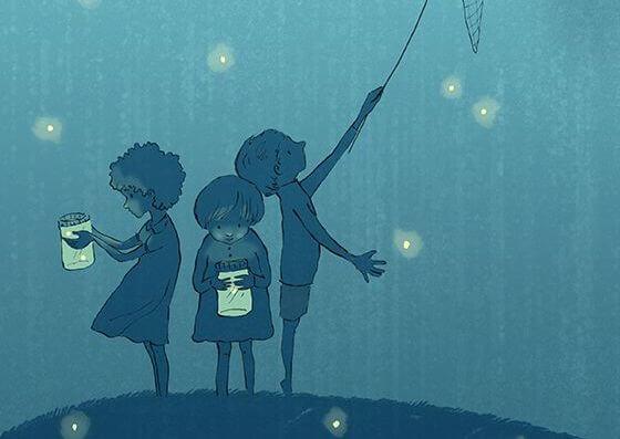 Kinderen Die Van Hun Briljante Ouders Toestemming Hebben Gekregen Om Vuurvliegjes Te Vangen