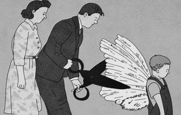 Jongetje Wiens Vader Zijn Vleugels Afknipt Terwijl Zijn Moeder Toekijkt Voor Hem Is Komaf Maken Met Familieregels Zeker Gezond