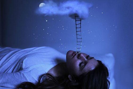 Vrouw Uit Wiens Mond Een Ladder Komt Die Tot Een Wolk In De Hemel Reikt Omdat Authentieke Mensen Spreken Zonder Angst