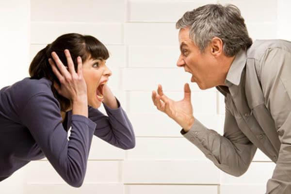Man En Vrouw Die Tegen Elkaar Schreeuwen Als Voorbeeld Van Geweld Binnen Het Gezin