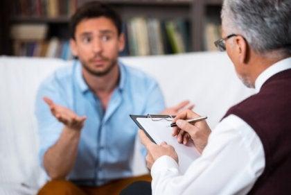Man Die Praat Met Zijn Therapeut Als Voorbeeld Van Niet-Farmacologische Interventies