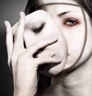 Vrouw Zet Masker Af En Laat Haar Ware Gezicht Zien