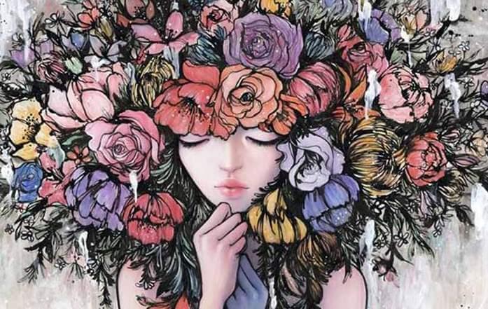 Vrouw Met Haar Vol Bloemen Die Weet Dat Wat Gebeurt Moest Gebeuren