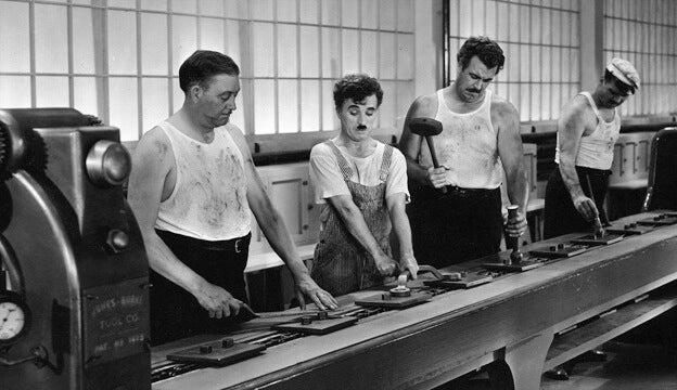 Charlie Chaplin Aan De Lopende Band Is Een Goed Voorbeeld Van Functionele Domheid
