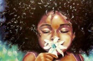 Een Meisje Dat Aan Een Witte Bloem Ruikt Want Zij Heeft Geleerd: Je Moet Gelukkig Zijn Met Wat Je Hebt