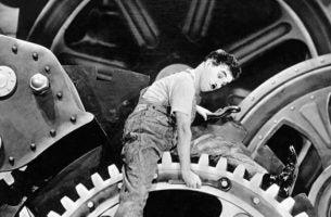 Charlie Chaplin Die Op Een Grote Schroef Zit En Zo Een Goed Voorbeeld Is Van Functionele Domheid