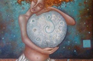 Vrouw Knuffelt De Maan Om Haar Lichaam En Ziel Te Helen