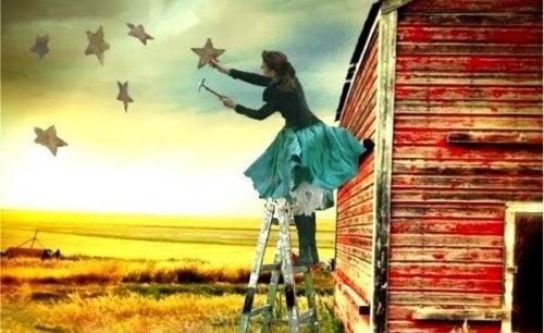 Boerin die sterren ophangt aan de hemel