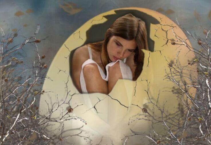 Meisje dat door haar harde schil moet heenbreken, als symbool voor je gevoelens uiten.