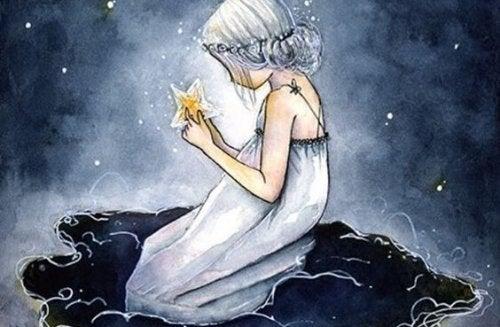 Meisje met wit haar en een witte nachtjapon aan die een ster vasthoudt want zij wil eenzaamheid voorkomen