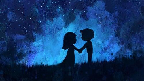 Verliefd stel dat samen geniet van de nacht