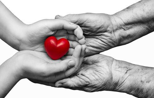 Twee paar handen die samen een hartje vasthouden als hulp bij stoppen met roken