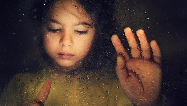 Toen mijn kind zijn glimlach verloor: kindermisbruik