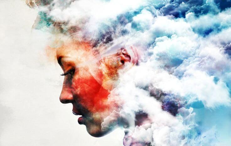 Vrouw wiens gezicht overgaat in wolken