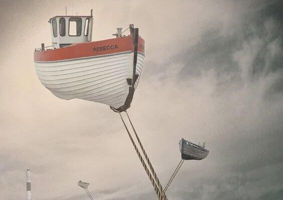 Boot die vastgebonden aan een touw in de lucht zweeft