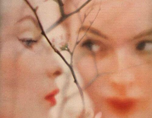 De twee gezichten van een vrouw als antwoord op de vraag: wat is borderline-persoonlijkheidsstoornis