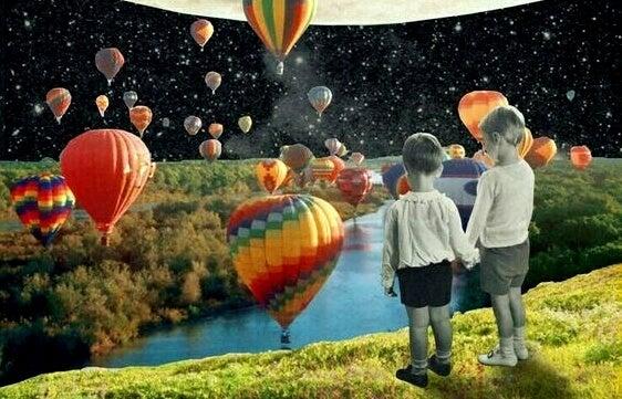 Twee kinderen die het onverwachte omarmen in een fantasiewereld vol luchtballonnen